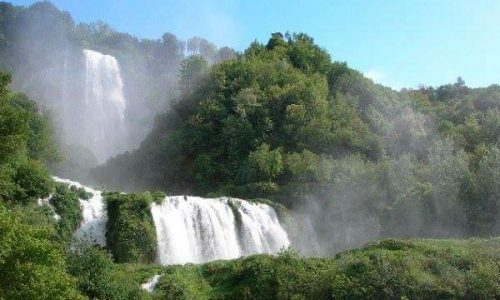 Le cascate meraviglia e melodia della natura